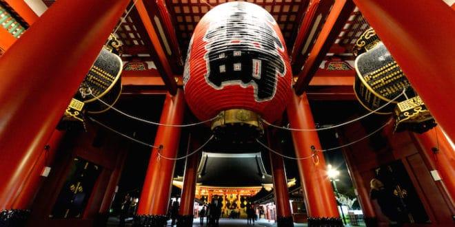 Il portale kaminarimon del Senso-ji a Tokyo