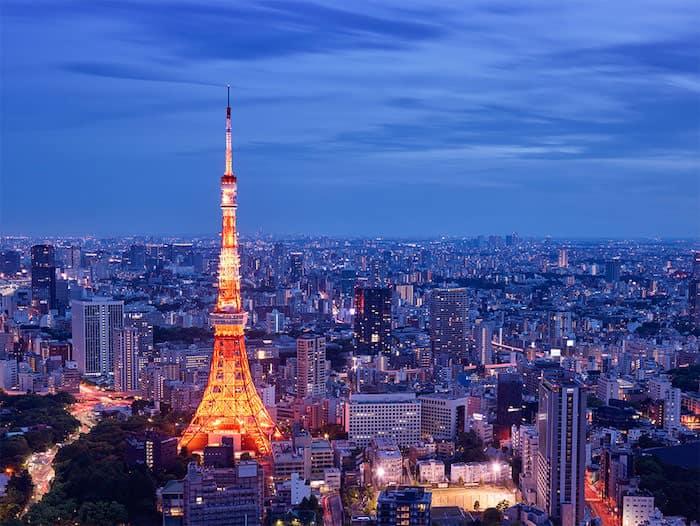 Tokyo Tower illuminata