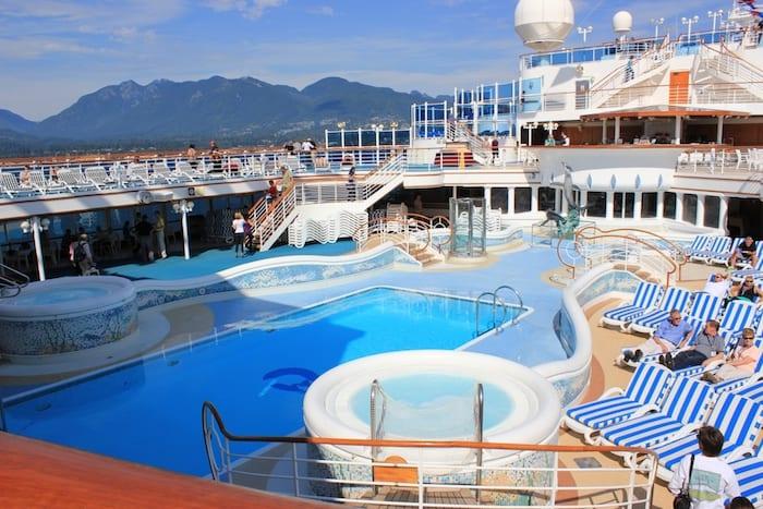Crociera in Giappone, piscina della nave